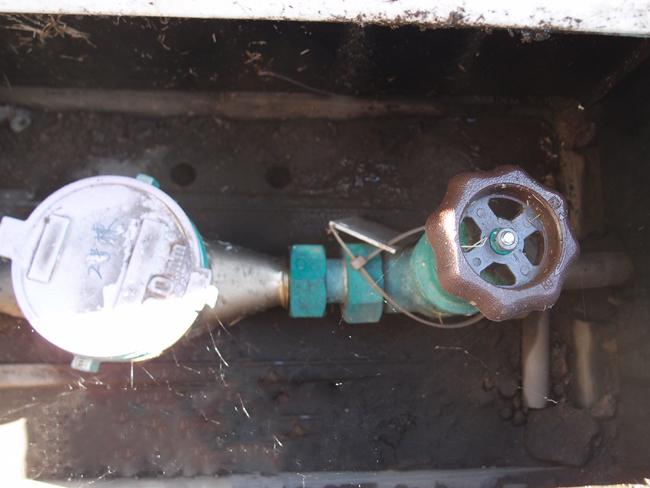 水道の元栓を止める