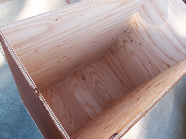 残土を入れ腐葉土を作るボックス